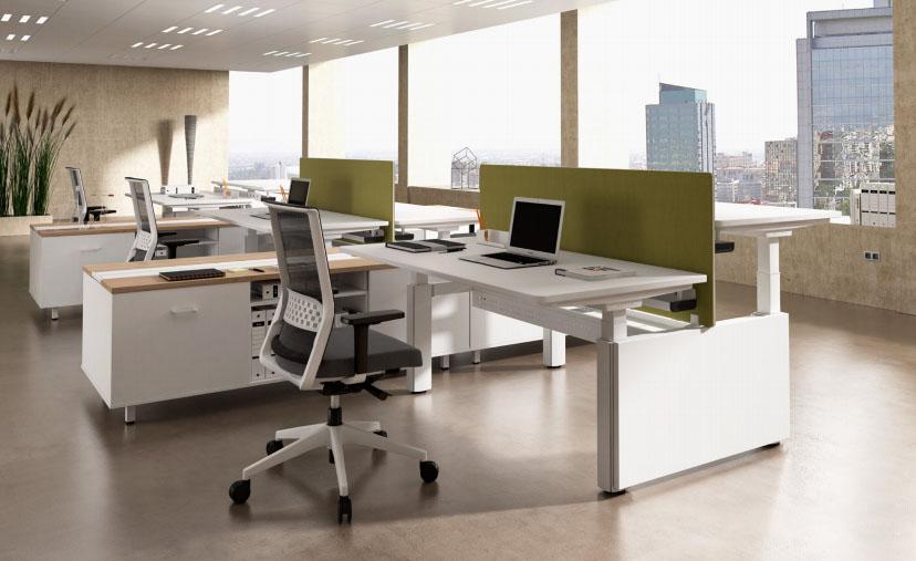 Oficina ventanales sillas y mesas