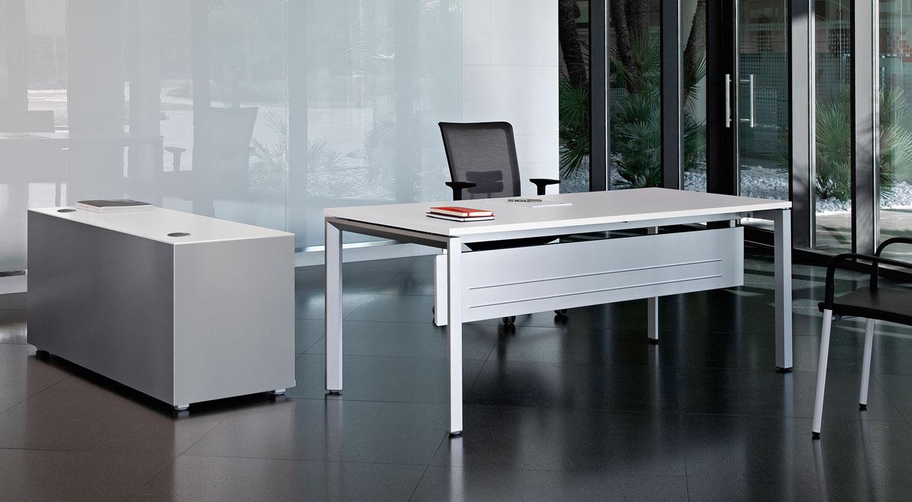 Mesa y silla de oficina minimalista