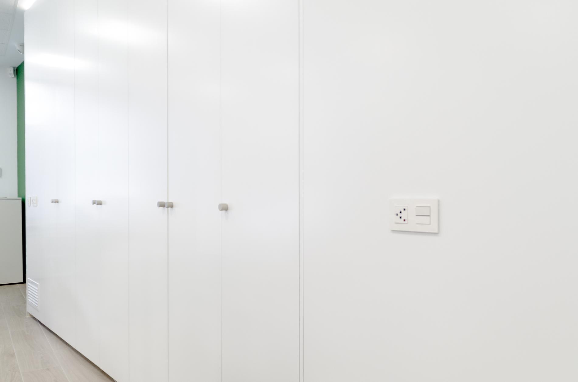 Proyecto caixa popular oficines muebles de oficina en for Caixa enginyers oficines