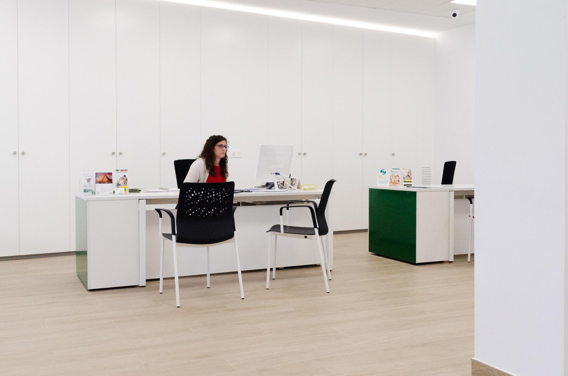 Proyecto caixa popular oficines muebles de oficina en for Oficinas la caixa valencia capital